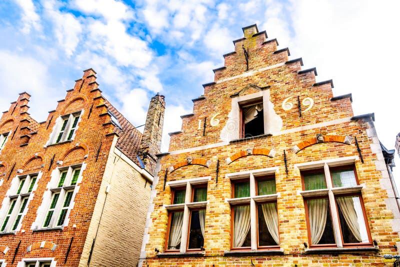 有步山墙的历史的房子在布鲁日,比利时的历史的中心  免版税图库摄影