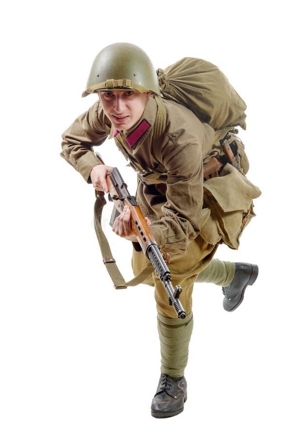 有步枪的年轻苏联战士在白色背景 免版税库存图片