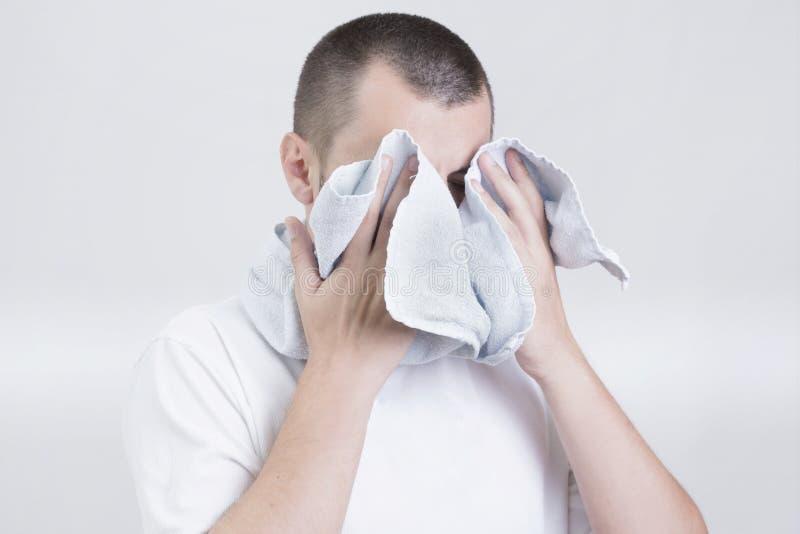 有毛巾的人 库存照片
