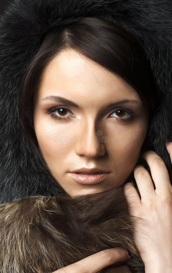 有毛皮的美丽的性感的少妇 库存照片