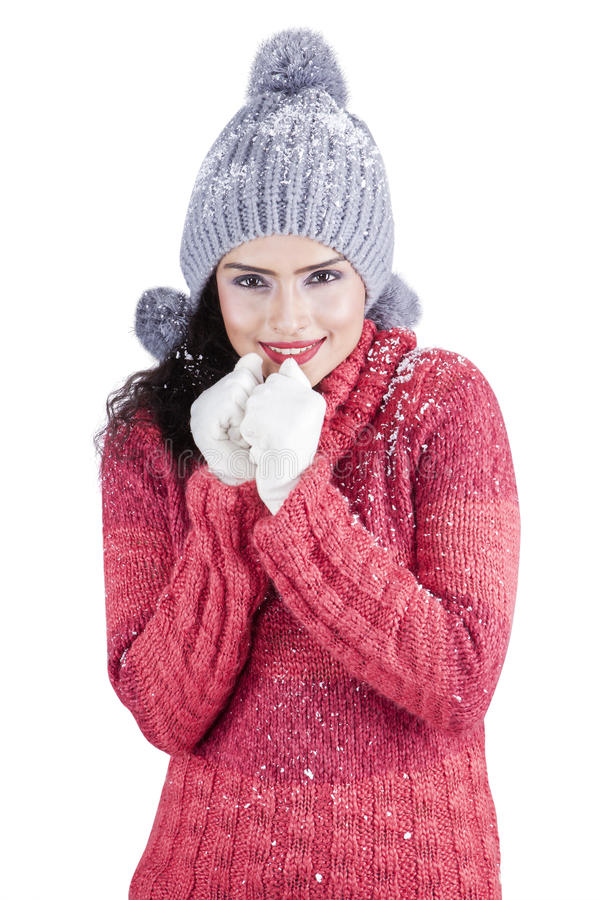 有毛线衣感觉的寒冷的印地安妇女 图库摄影