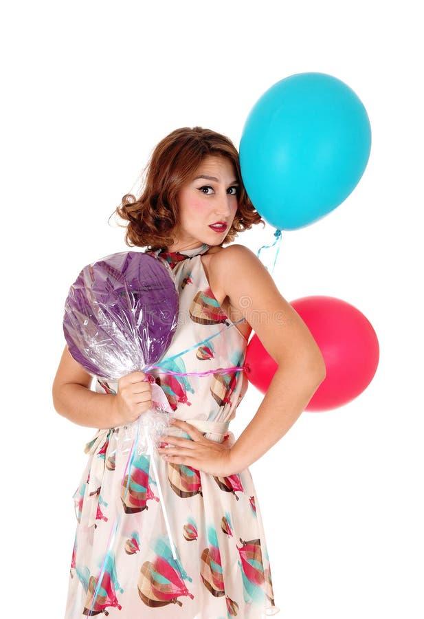 有气球和棒棒糖的妇女 图库摄影