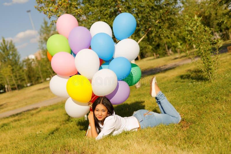 有气球的美丽的哈萨克人女孩 库存图片