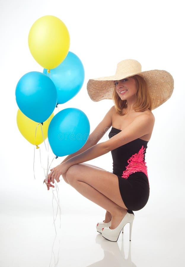 有气球的美丽的妇女 免版税库存照片