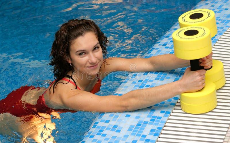 有氧运动水色订了婚女孩 免版税库存图片