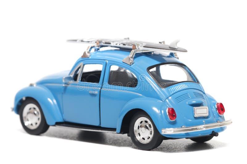 有水橇板的蓝色葡萄酒玩具汽车 库存照片