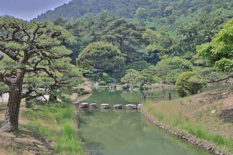 有池塘和河的, Ritsurin庭院日本庭院 免版税库存照片