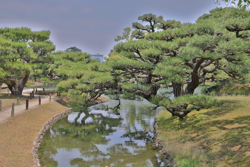 有池塘和河的, Ritsurin庭院日本庭院 免版税库存图片