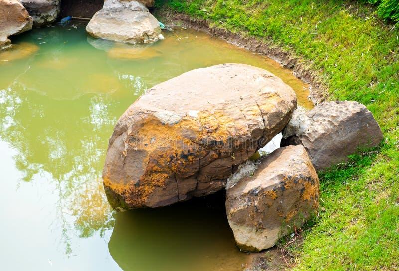有池塘的中国庭院 图库摄影