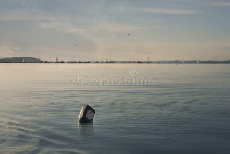 有污染beautif的急燥的内容的瓶 免版税库存图片