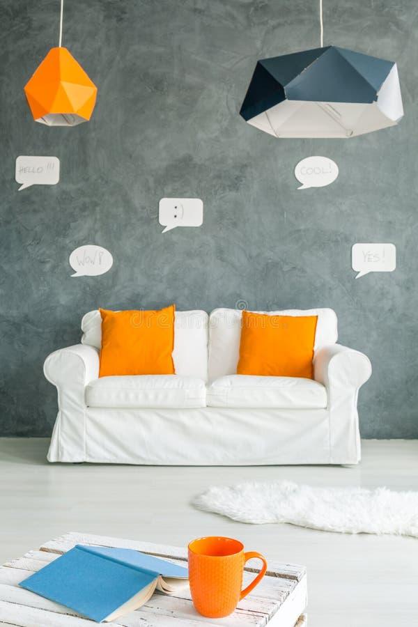 有沙发和表的空间 免版税库存照片