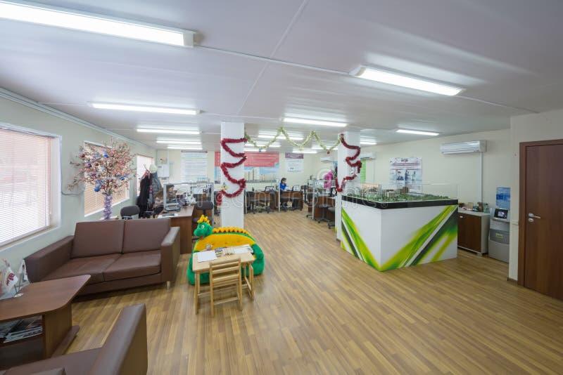 有沙发的大办公室放松的 图库摄影