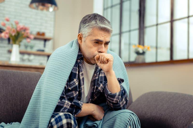 有沮丧的了无欢乐的不适的人感冒症状 免版税库存图片