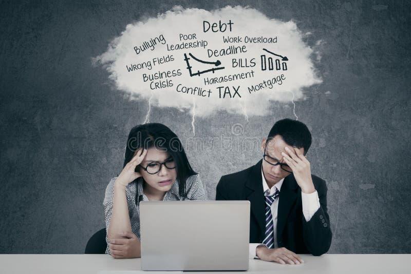 有沮丧的企业的队问题 免版税库存照片