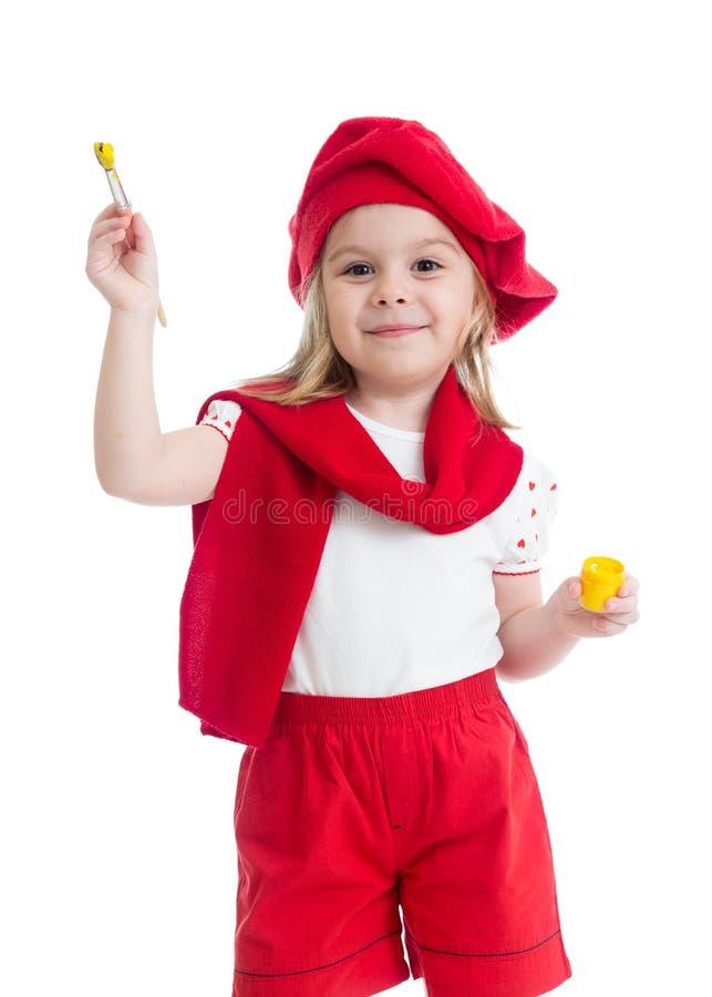 有油漆刷的小女孩在艺术家服装 免版税库存图片