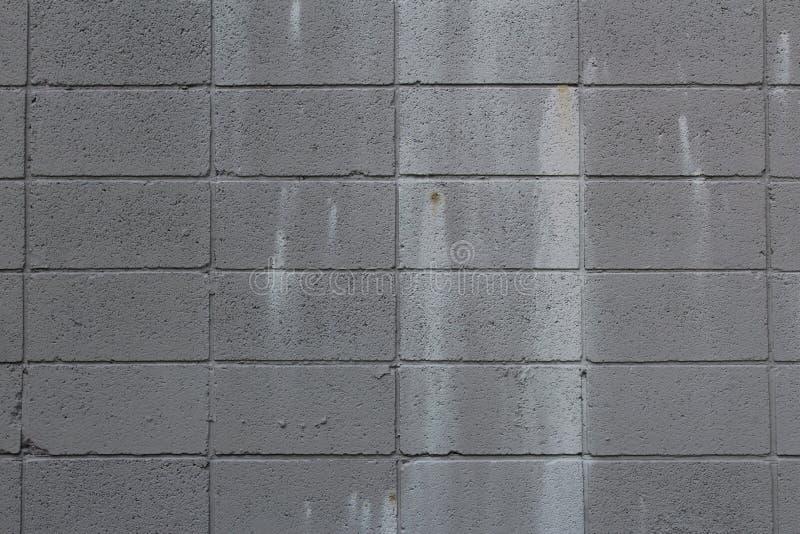 有油漆污点的灰色煤渣砌块墙壁 库存图片
