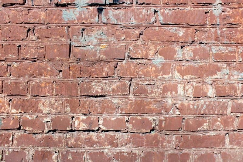 有油漆痕迹的旧砖墙 免版税图库摄影