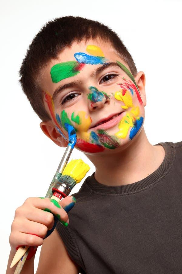 有油漆的小男孩 库存照片