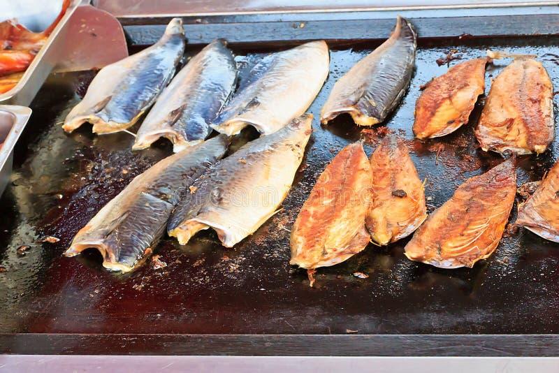 有油煎的鱼的页平底锅 图库摄影