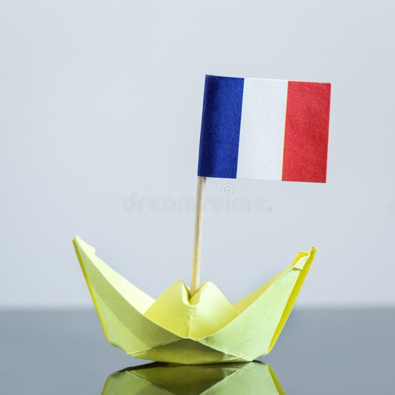 有法国旗子的纸船 库存图片