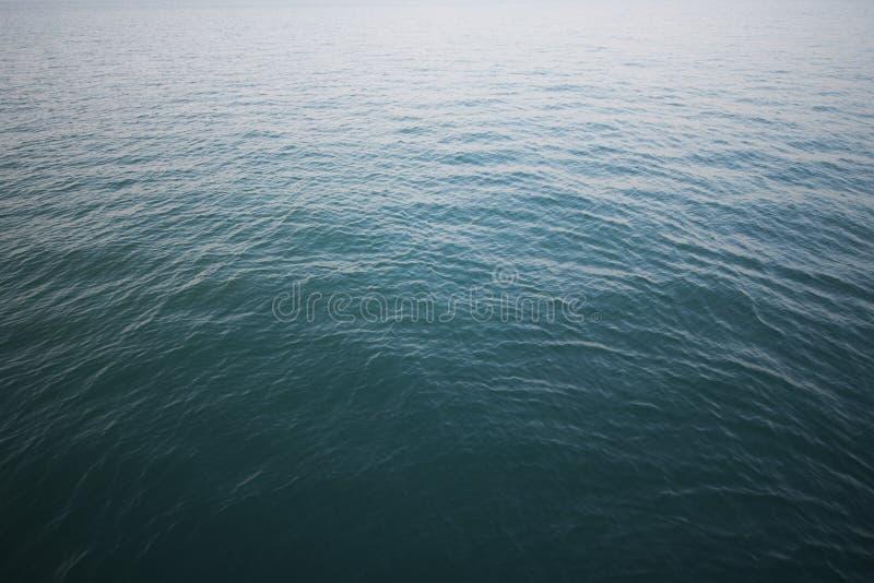 有波纹波浪的美丽的热带海 库存图片
