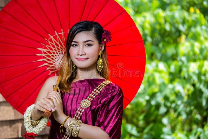 有泰国传统礼服国王的Rama 1美丽的妇女 库存图片