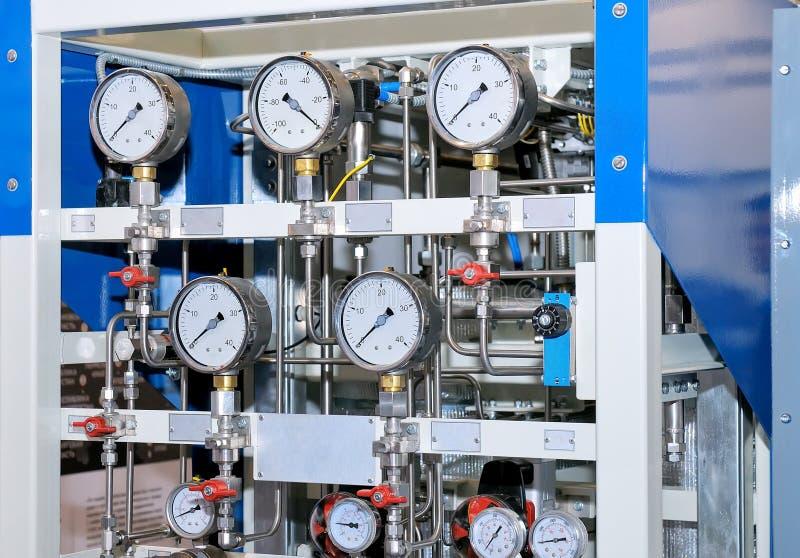 有测压器和导压管的测量设备 免版税库存图片