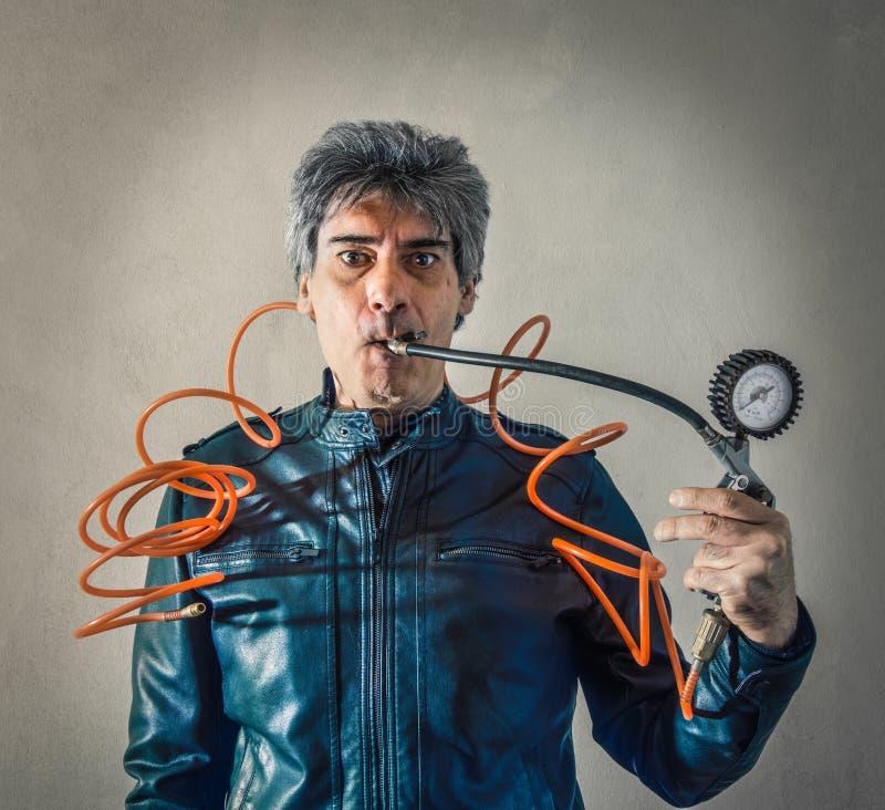 有测压器的被注重的人在嘴 免版税库存照片