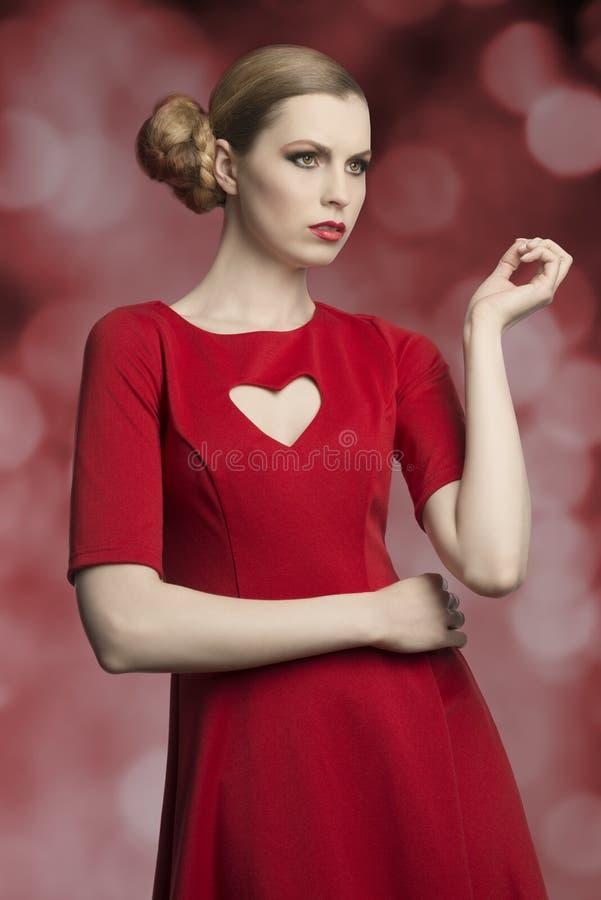 有浪漫样式的时尚女孩 免版税库存照片