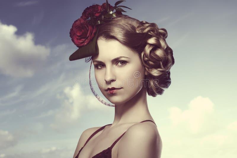 有浪漫红色发型的女孩 库存照片