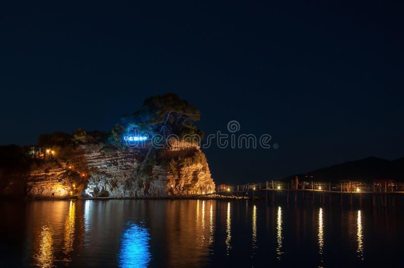 有浮雕的贝壳海岛在晚上, Zakynhtos,希腊 库存照片