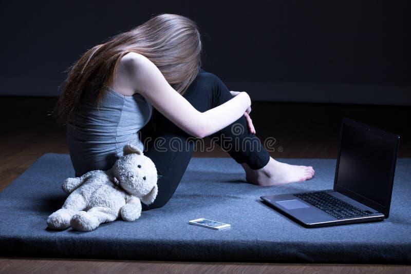 有消沉的孤独的十几岁的女孩 库存图片