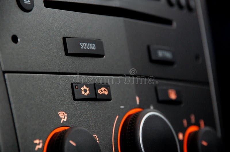有淡桔色的一台汽车收音机 免版税图库摄影