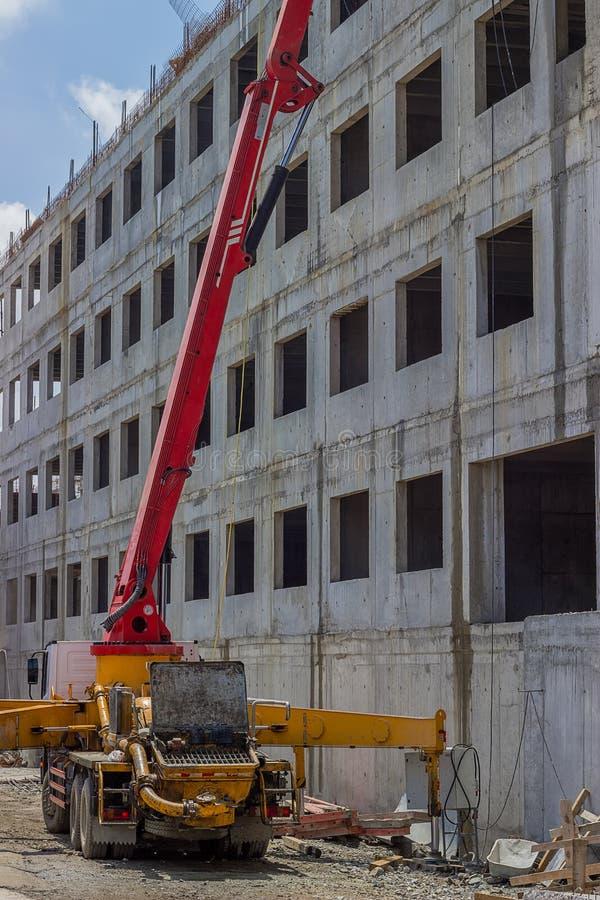 有混凝土泵卡车的建造场所 免版税库存照片