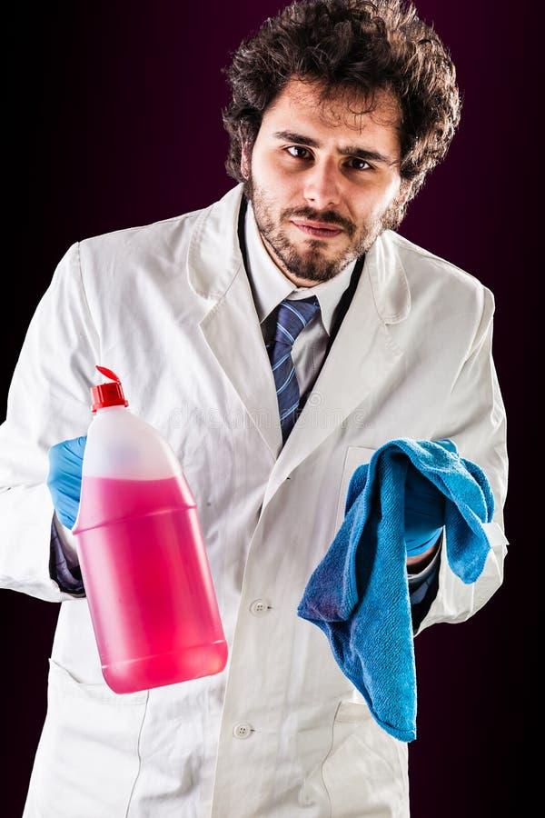 有清洁布的研究员 图库摄影