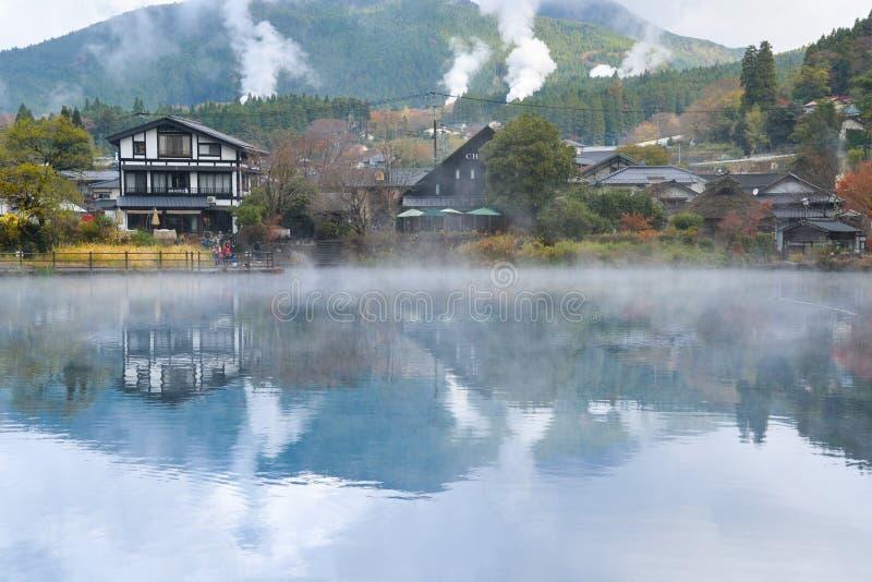 有温泉烟的,日本汤布院镇 免版税库存图片