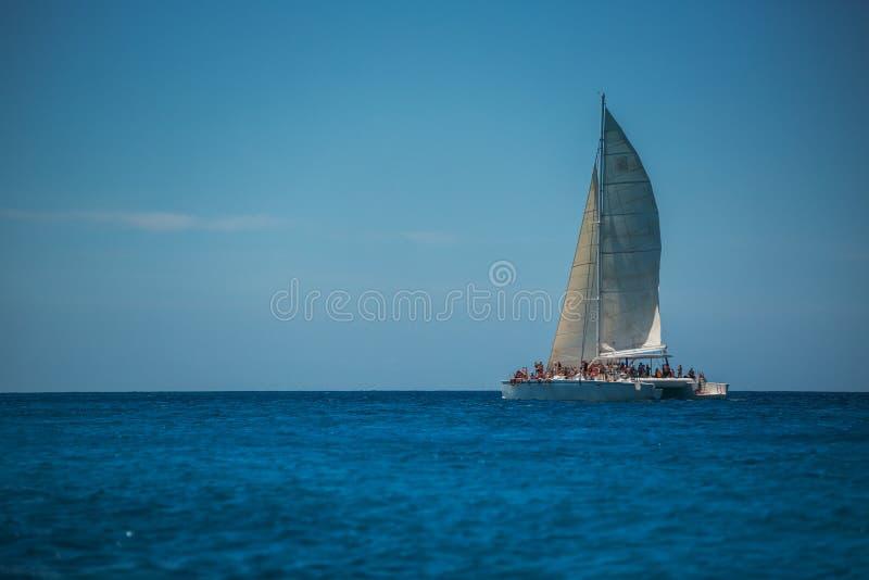 有游人的筏在蓬塔Cana附近的加勒比海 库存照片