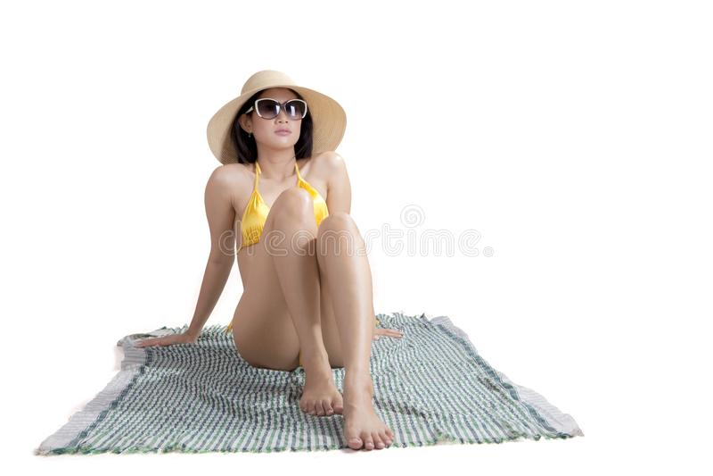 有游泳衣的俏丽的女孩在演播室 免版税库存照片