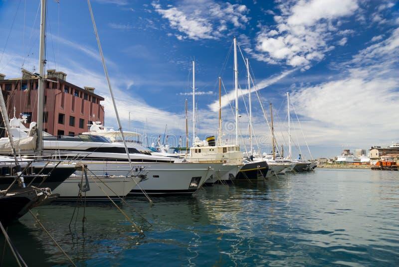 有游艇的小游艇船坞在热那亚在意大利 免版税库存图片