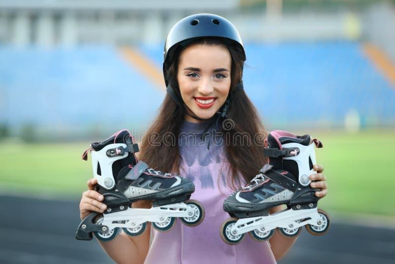 有溜冰鞋的少妇 库存照片