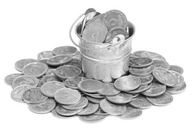有溢出的乌克兰零钱的金属桶铸造 库存图片