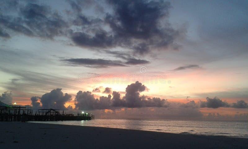 有火天空的Naturel海在斯里兰卡 库存照片