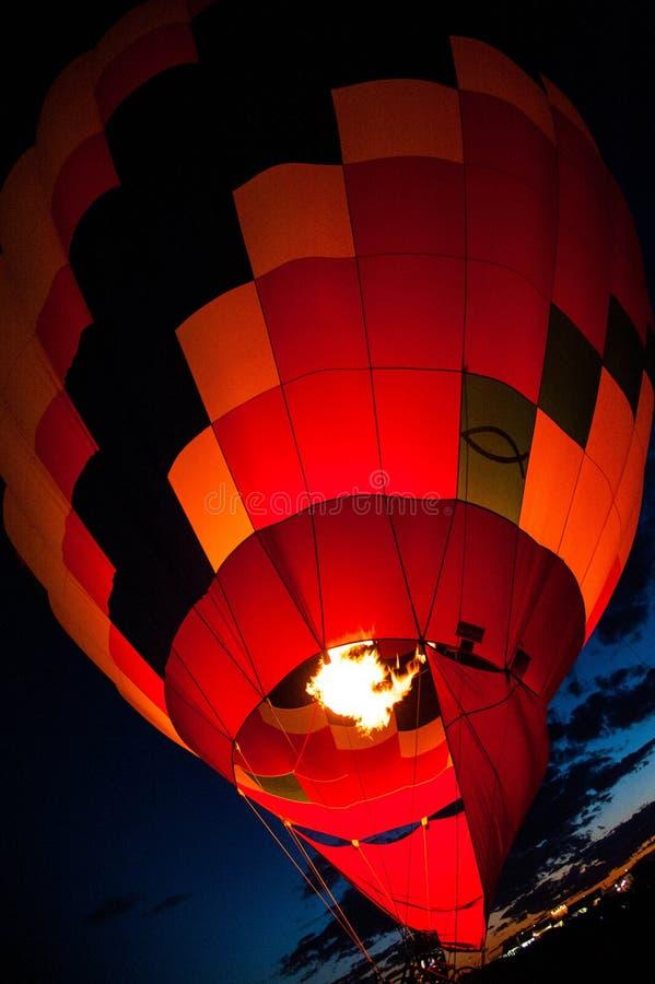 有火焰发光的热空气气球 库存图片