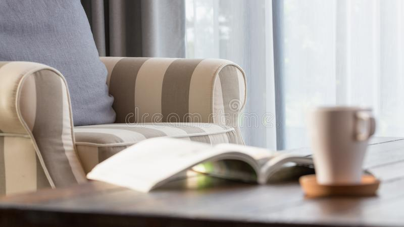 有灰色枕头的舒适扶手椅子 免版税图库摄影