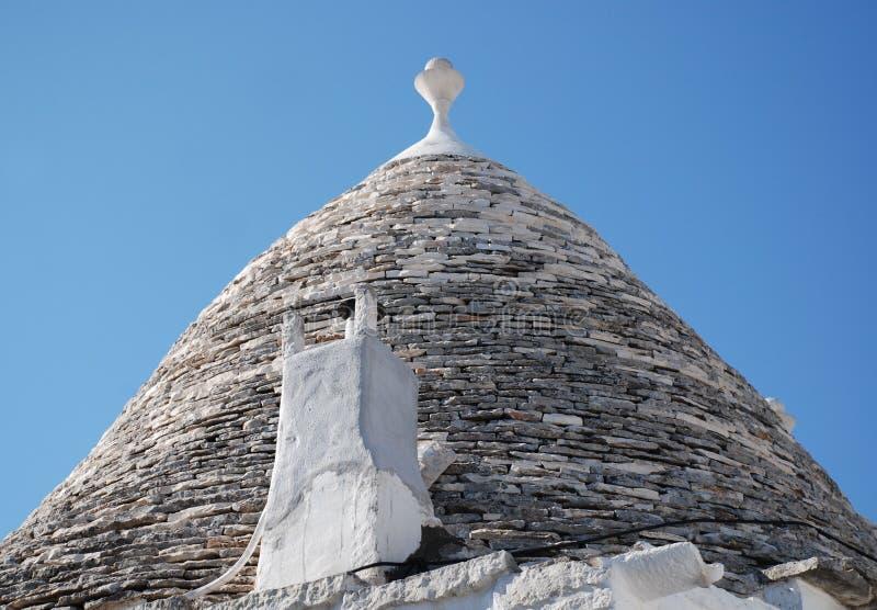有烟囱的,阿尔贝罗贝洛Trullo屋顶 库存照片
