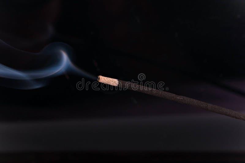 有烟芳香疗法的香火棍子 免版税库存照片