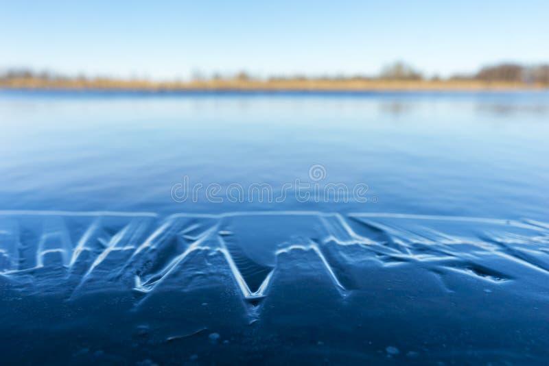 有熔化的冰的湖 免版税库存图片