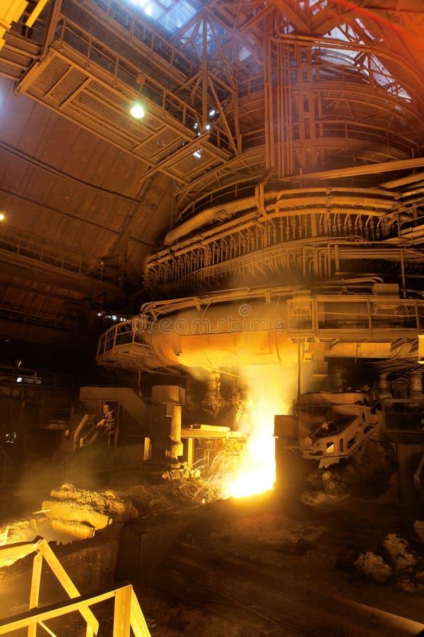 有熔融金属的工厂 库存图片