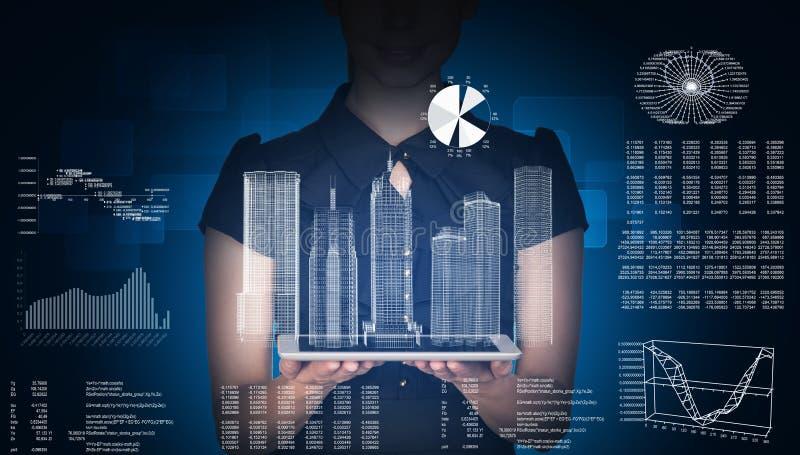 有片剂和3d城市模型的女实业家 免版税库存图片