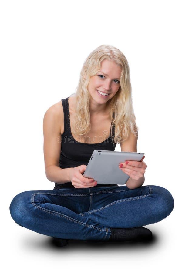 有片剂的年轻白肤金发的女孩 免版税库存照片